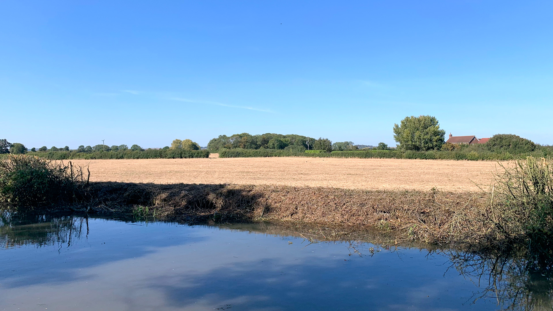 Land for sale on the Aylesbury Arm Canal