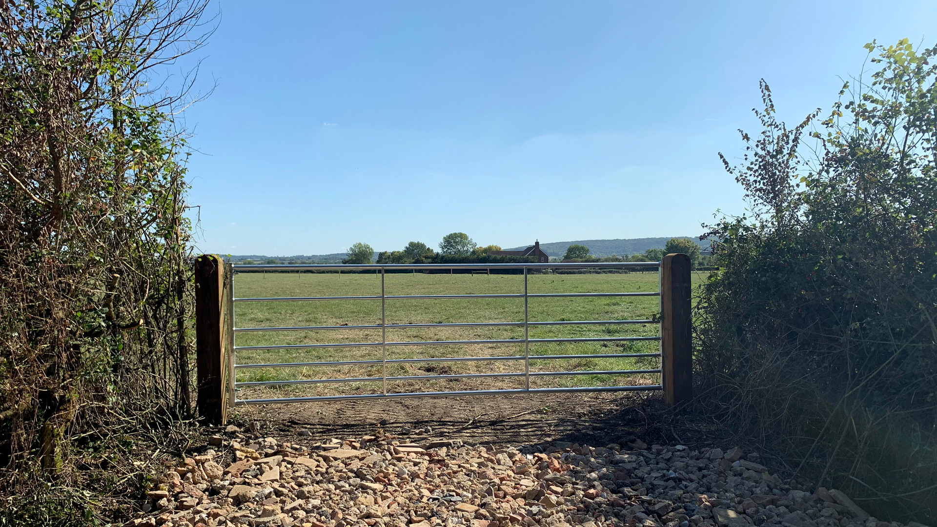 Land for sale in Puttenham, Tring access