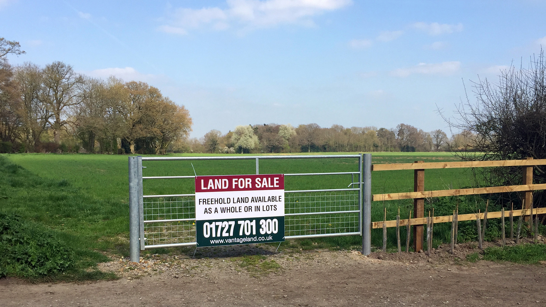Land for sale in Gaddesden Row access