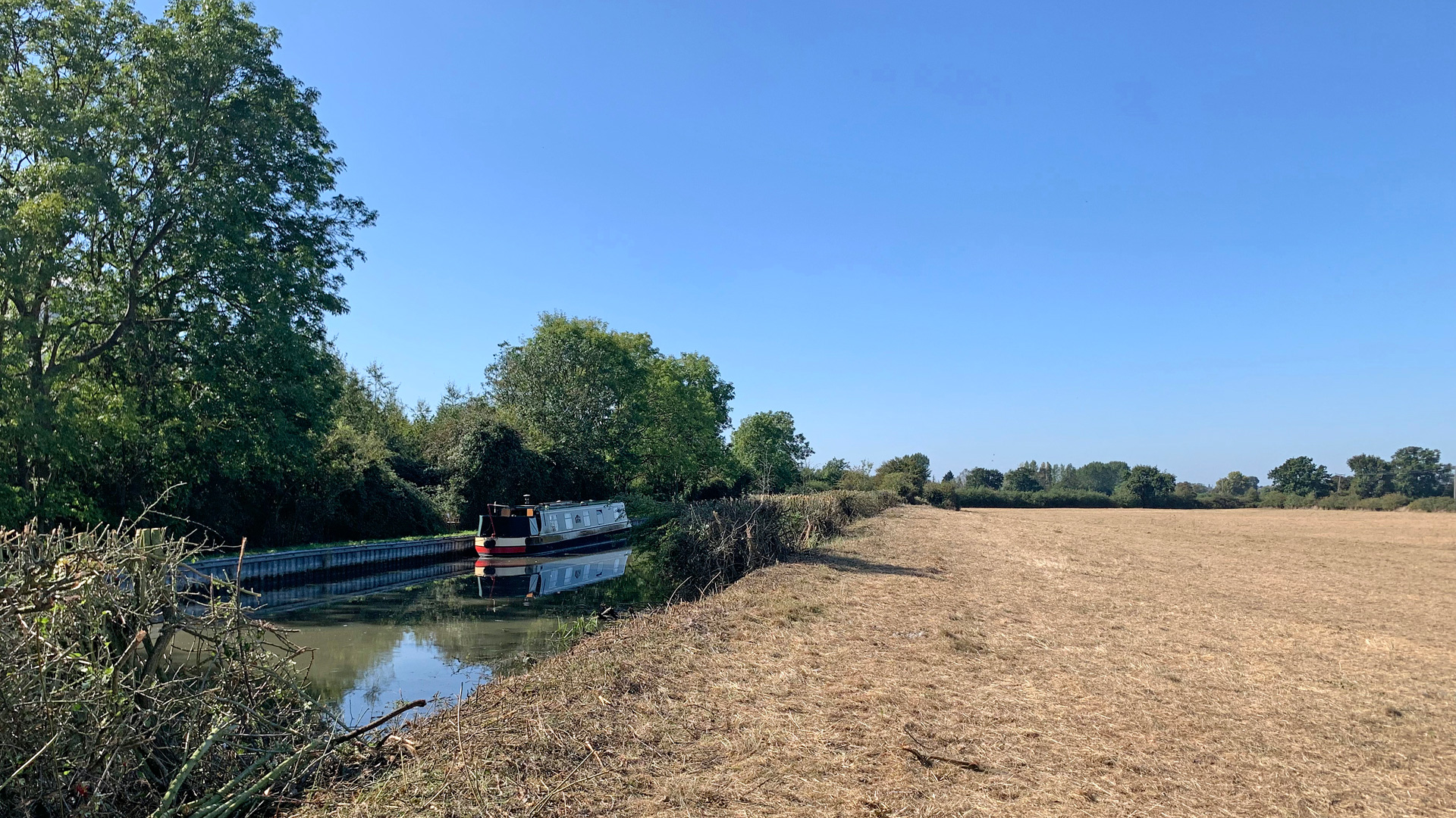 Land for sale on the Grand Union Canal